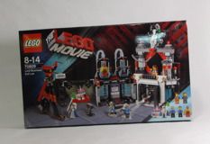 70809 Lord Business' Evil Lair Review 01